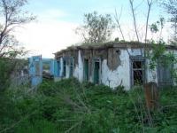 Вот пример почти жилого дома. Крыша живая.