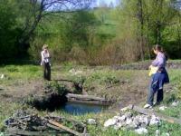 Почистили старинный родниковый водозабор